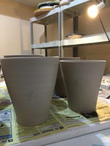 drying mugs