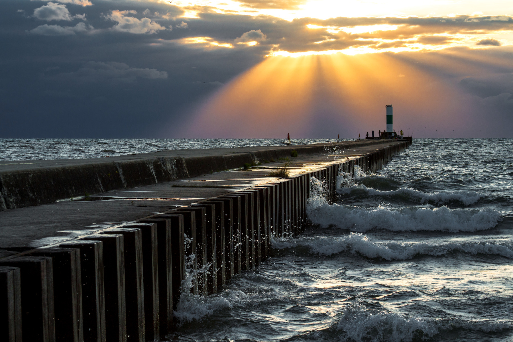 North Pier Image by Bob Walma