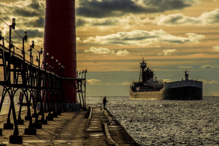 Ship coming into GH Harbor by Bob Walma
